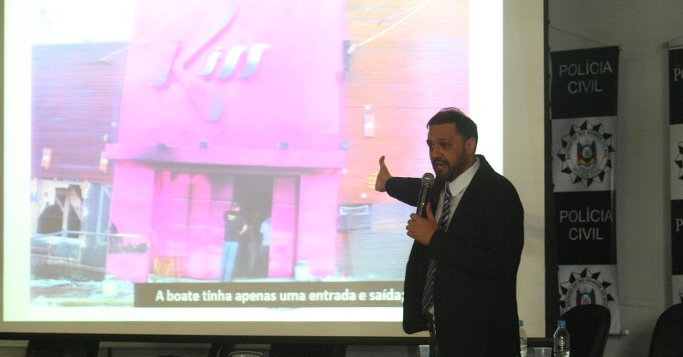 22.mar.2013 - O delegado Marcelo Arigony apresenta o resultado do inquérito sobre o incêndio na boate Kiss, que matou 241 pessoas em janeiro, na cidade de Santa Maria (RS). A polícia responsabilizou 28 pessoas pela tragédia