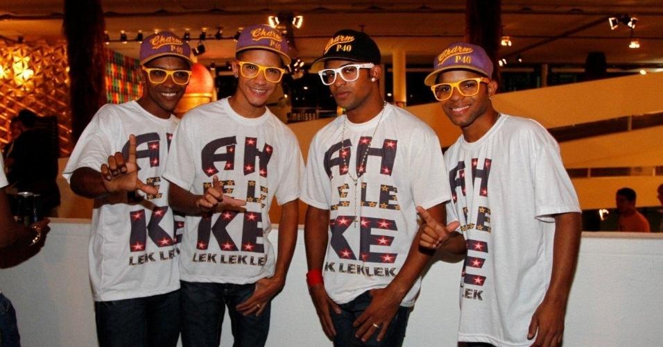"""22.mar.2013 - Os funkeiros do grupo Mc Federado e os Leleques estiveram na São Paulo Fashion Week. O grupo ficou famoso pelo hit """"Passinho do Volante"""" do refrão """"Ah Lelek lek lek"""""""