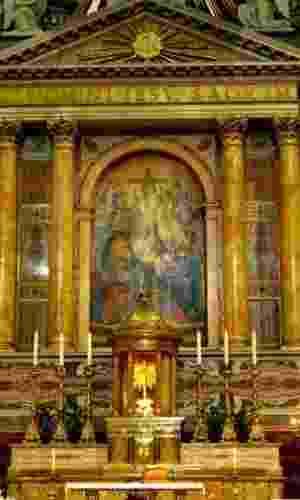 A Igreja de Jesus, localizada em Roma (Itália), é considerada a igreja-mãe da Companhia de Jesus. O local abriga o túmulo de seu fundado, santo Inácio de Loyola. A comunidade passou a ganhar mais visibilidade com a eleição do papa Francisco, o primeiro pontífice jesuíta da história da Igreja Católica - Divulgação