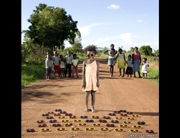 """Fotógrafo italiano Gabriele Galimberti fez imagens de crianças com seus brinquedos. O projeto """"Toy Stories"""" mostra como os objetos refletem o ambiente dos pequenos - Gabriele Galimberti/www.instituteartist.com"""