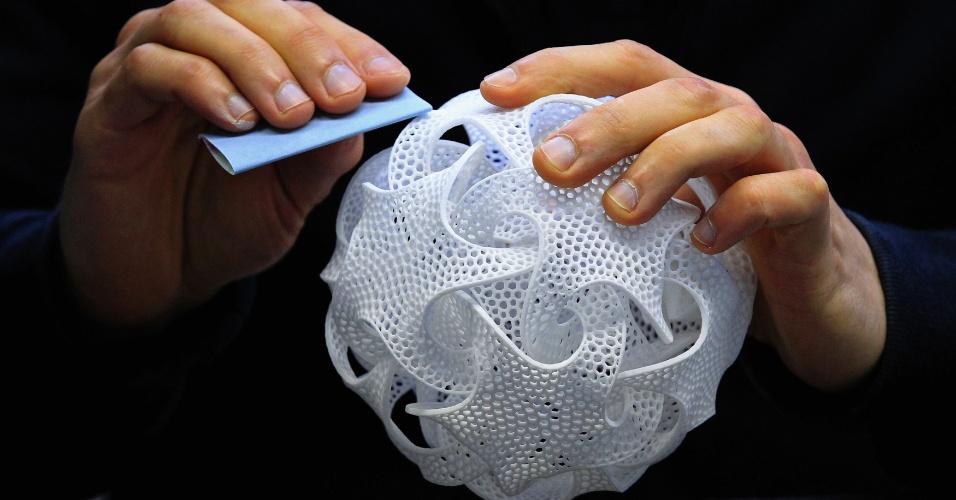 O objeto de decoração Quin.MGX foi feito pela companhia belga Materialise, especializada fazer objetos com impressora 3D. As impressoras 3D utilizam diferentes técnicas para construir peças a partir de modelos digitais
