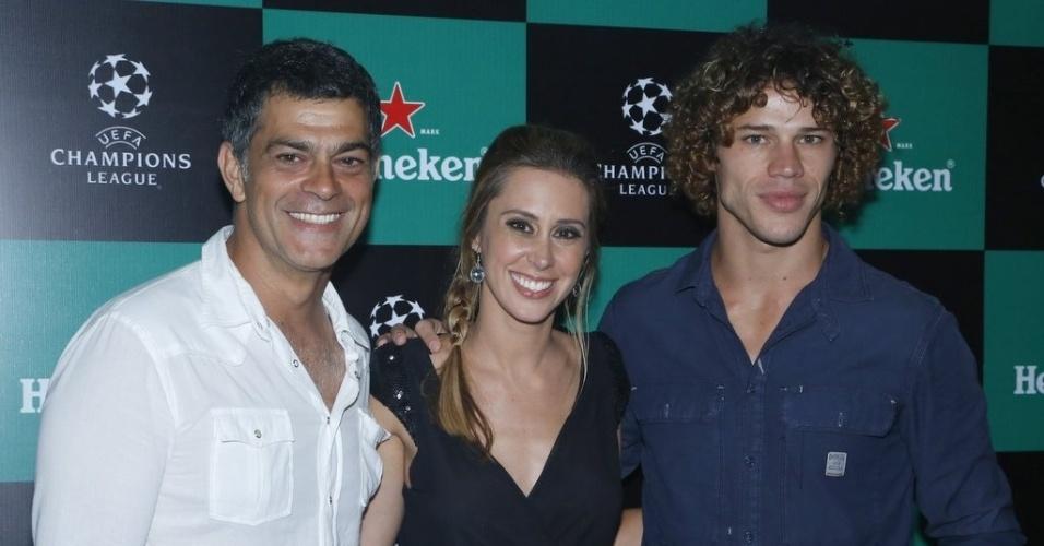 22.mar.2013 - Eduardo Moscovis, Dani Monteiro e José Loreto em evento da UEFA Champions League na Lagoa, zona Sul do Rio de Janeiro