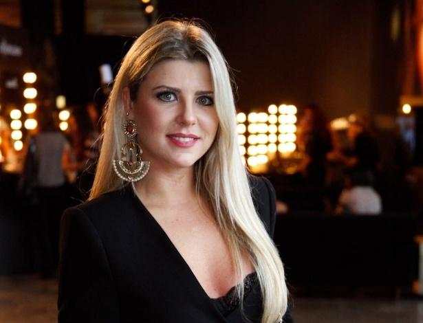 22.mar.2013 - Iris Stefanelli posa para fotos na São Paulo Fashion Week