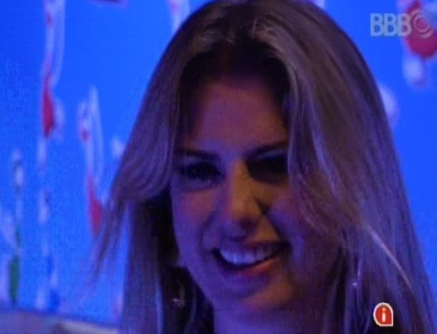 "23.mar.2013 - Fernanda aproveita a última festa do ""BBB13"" c"