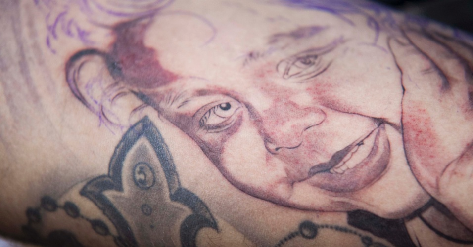 23.mar.2013 - Homem exibe tatuagem feita em seu braço durante a 8ª edição da São Paulo Tattoo Festival, convenção de tatuagem que reúne artistas e admiradores no centro de São Paulo, neste sábado (23) e domingo (24)