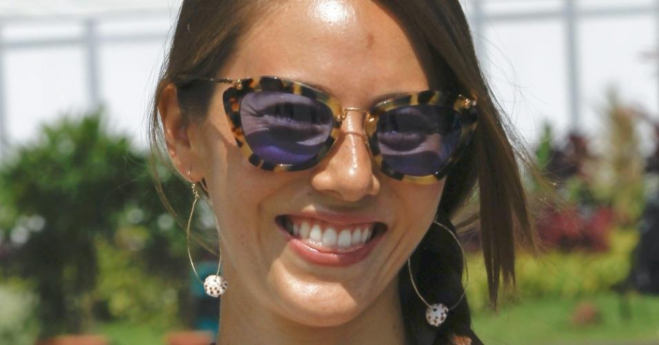 23.mar.2013 - Jessica MIchibata, namorada de Jenson Button, marca presença no circuito de Sepang para o treino de classificação
