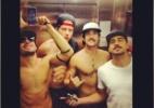 Ex-BBB Yuri publica foto sem camisa com amigos em elevador - Reprodução/Instagram