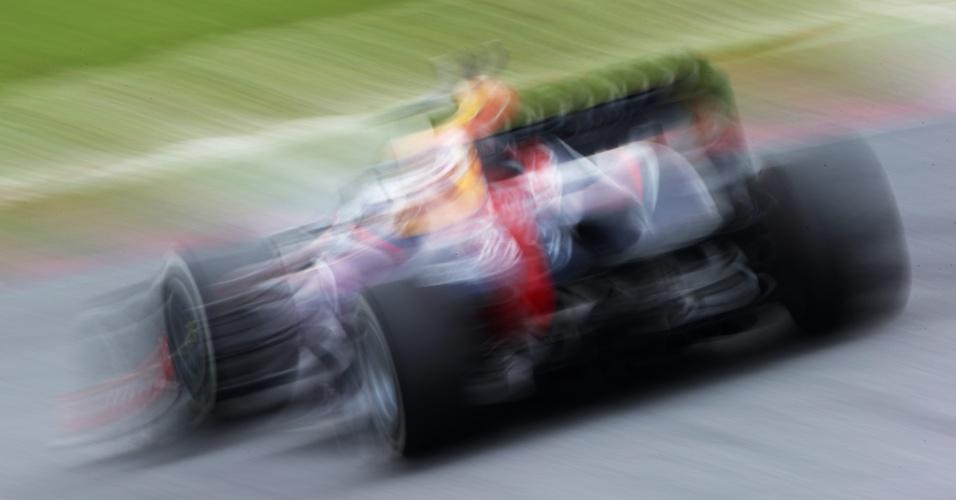 23.mar.2013 - Sebastian Vettel acelera sua Red Bull pelo circuito de Sepang durante treino de classificação