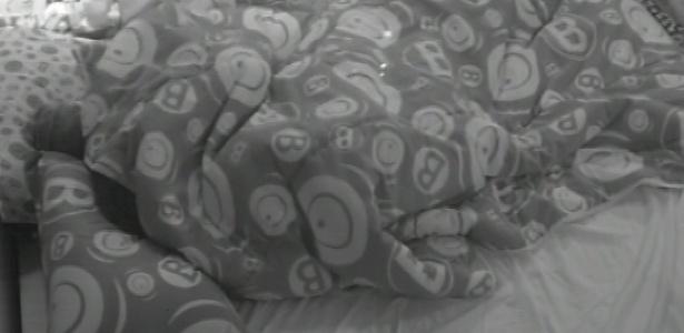 23.mar.2013 - Andressa e Nasser têm noite quente no quarto do líder