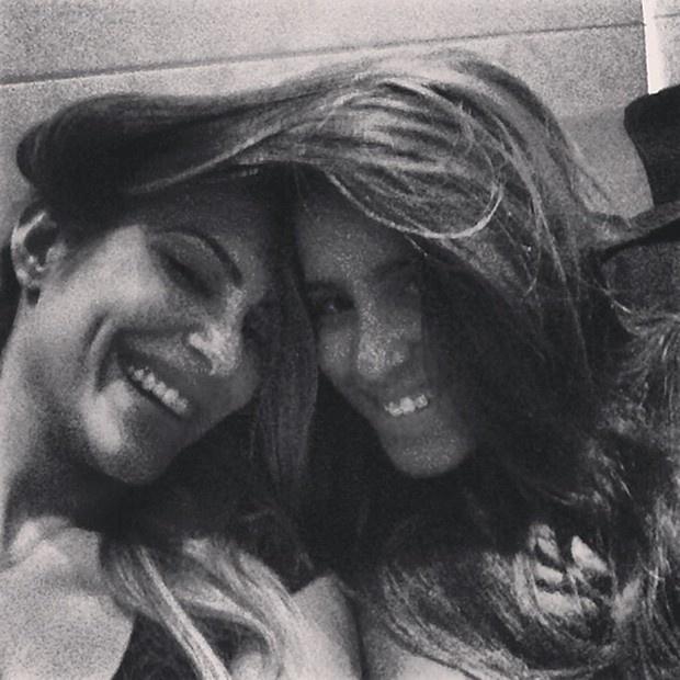 24.mar.2013 - Cléo Pires publica foto divertida com irmã mais nova