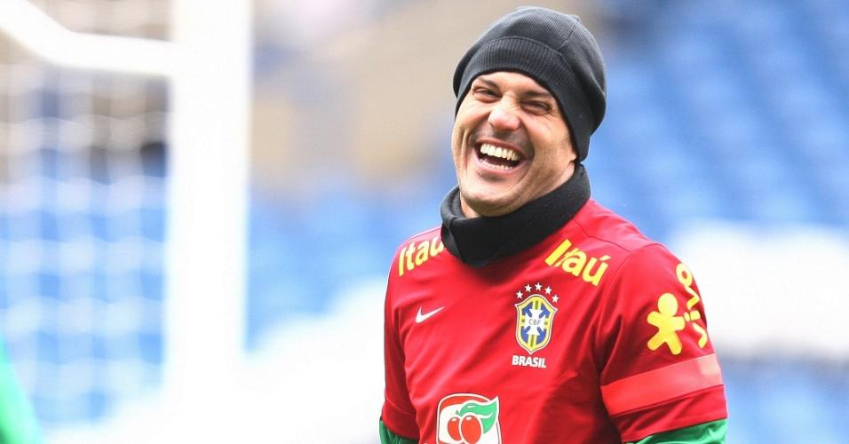 24.mar.2013 - Goleiro Júlio César participa do treino da seleção brasileira, em Londres, neste domingo, para o amistoso contra a Rússia, que acontecerá na segunda-feira