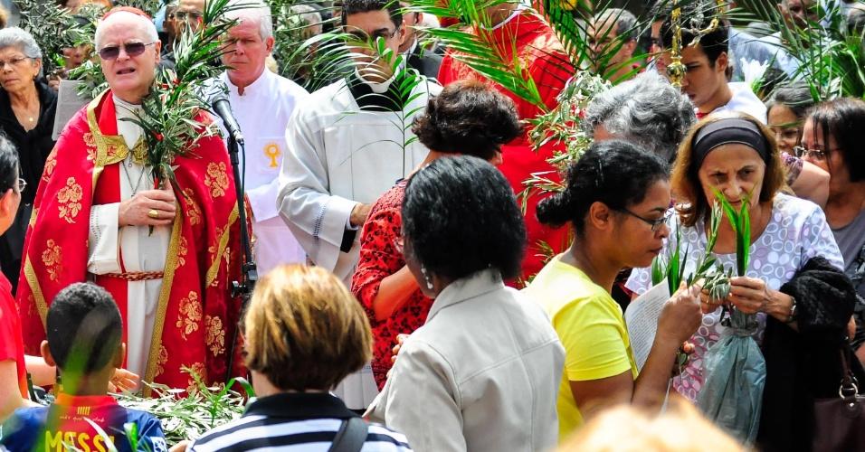24.mar.2013 - Missa de Domingo de Ramos é celebrada pelo cardeal arcebispo de São Paulo, dom Odilo Scherer, na Catedral da Sé, região central de São Paulo, SP, neste domingo. Para os cristãos, o Domingo de Ramos comemora a entrada de Cristo em Jerusalém no lombo de um burro, recebido por multidões agitando ramos de palmeira, antes de sua crucificação e da ressurreição