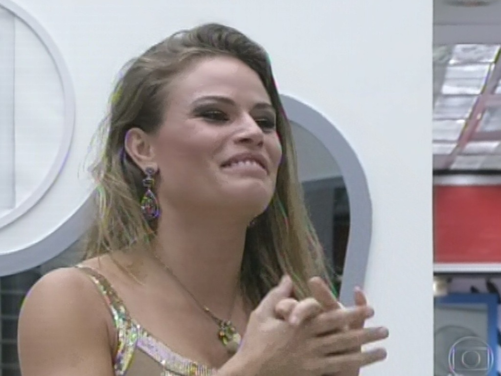 24.mar.2013 - Natália se emociona ao ver a família na última eliminação do