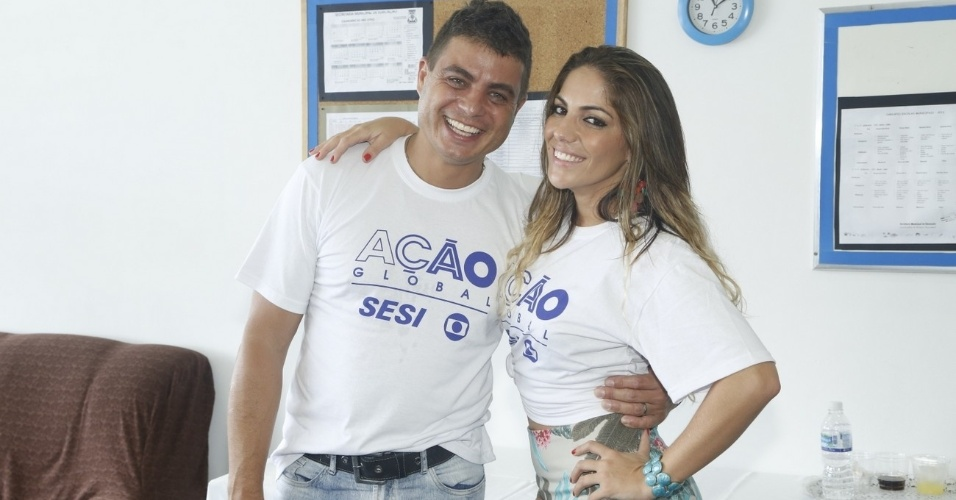24.mar.2013 - Os ex-BBBs Dhomini e Anamara participam do Ação Global, em Duque de Caxias, no Rio de Janeiro