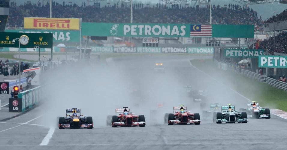 24.mar.2013 - Pole position, Sebastian Vettel conseguiu se manter na primeira posição após a largada do GP da Malásia