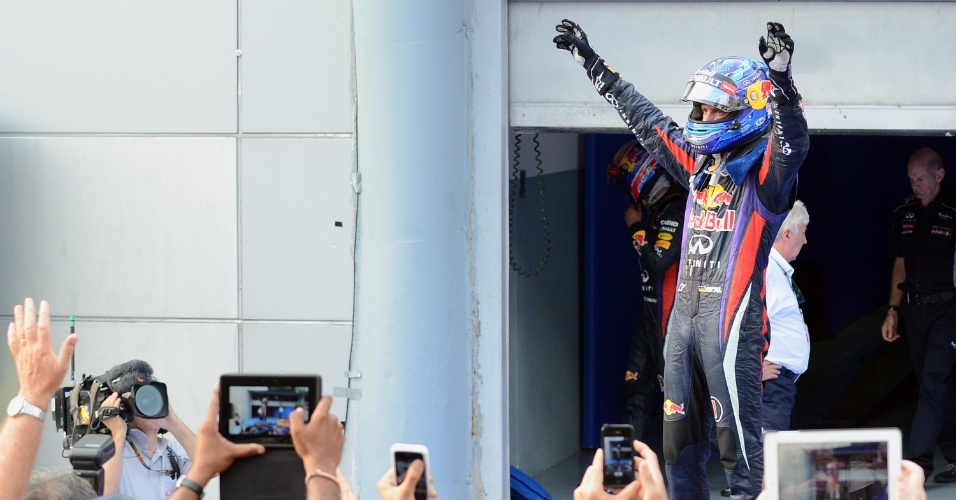 24.mar.2013 - Sebastian Vettel comemora após vencer o GP da Malásia