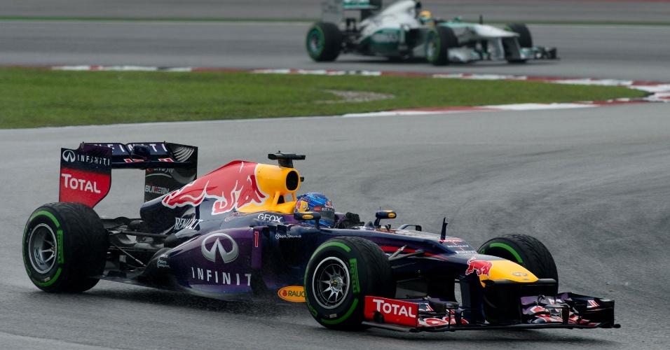 24.mar.2013 - Sebastian Vettel liderou o começo do GP da Malásia