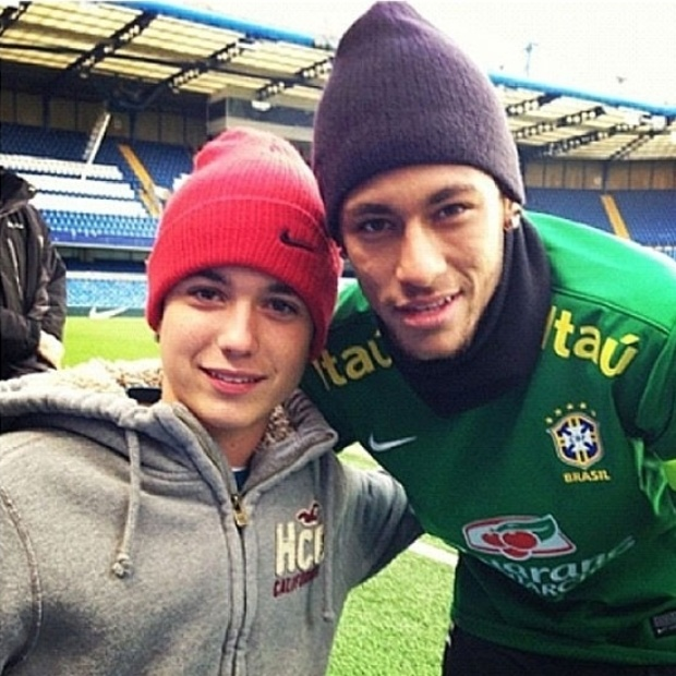 24.mar.2013 - Susana Vieira publicou uma imagem de seu neto com o jogador Neymar.