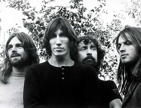 """O grupo de rock britânico Pink Floyd, em foto de divulgação do álbum """"Dark Side of the Moon"""", de 1973, principal disco da banda"""