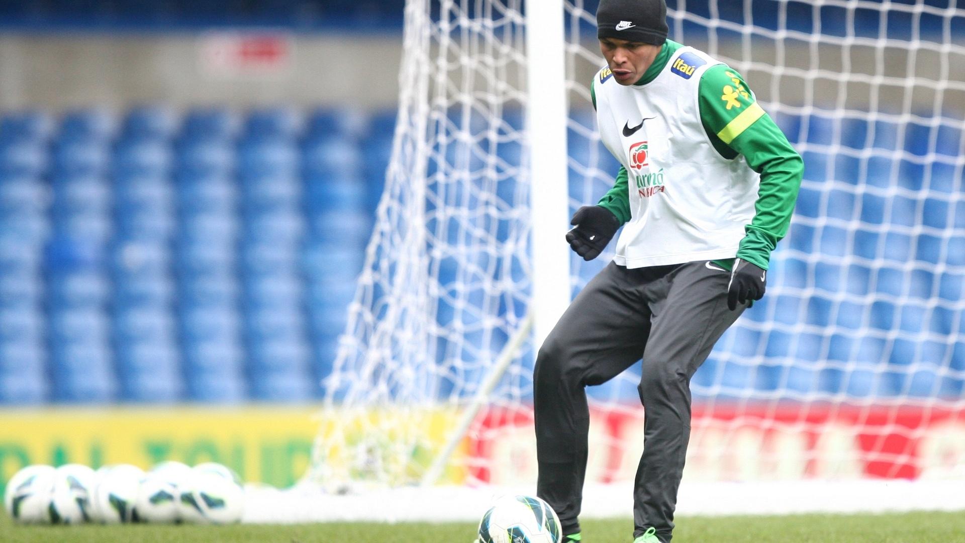 24.mar.2013 - Thiago Silva, zagueiro do PSG, participa do treino da seleção brasileira, em Londres, neste domingo, para o amistoso contra a Rússia, que acontecerá na segunda-feira