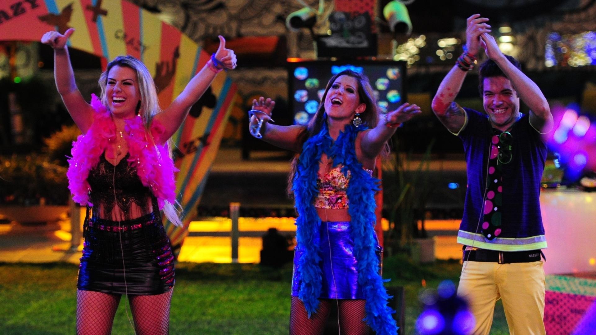 20.mar.2013 - Fernanda, Andressa e Nasser curtem apresnetação dos sertanejos Fernando & Sorocaba