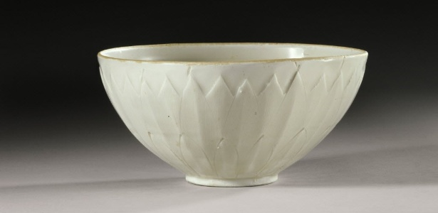 """Fotografia cedida pela Sotheby""""s de uma tigela chinesa comprada por uma família de Nova York por US$ 3 e vendida por mais de US$ 2,2 milhões. A tigela é um exemplo de cerâmica da dinastia Song. - EFE/SOTHEBY´S"""