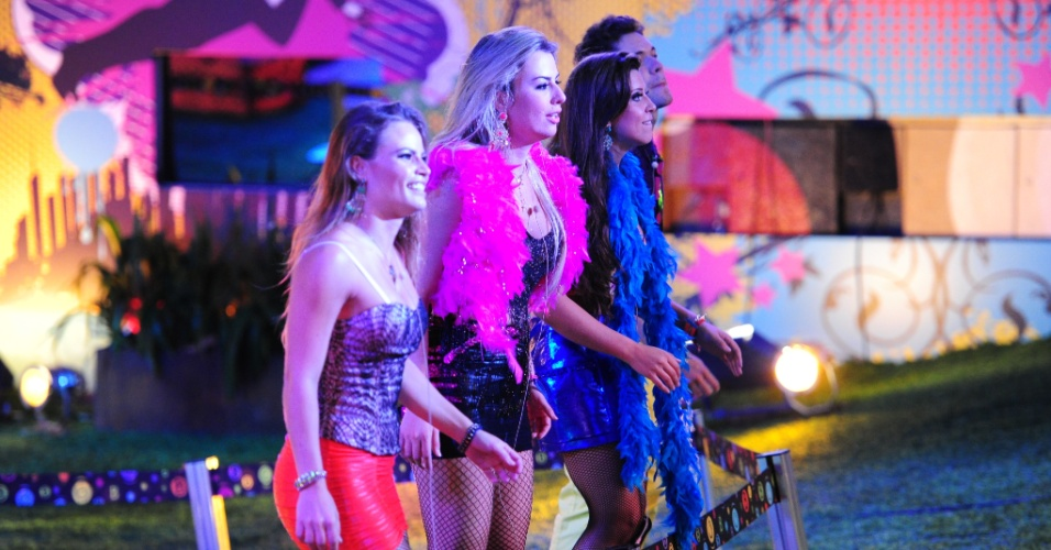 20.mar.2013 - Natália, Fernanda, Andressa e Nasser aproveitam show dos sertanejos Fernando & Sorocaba