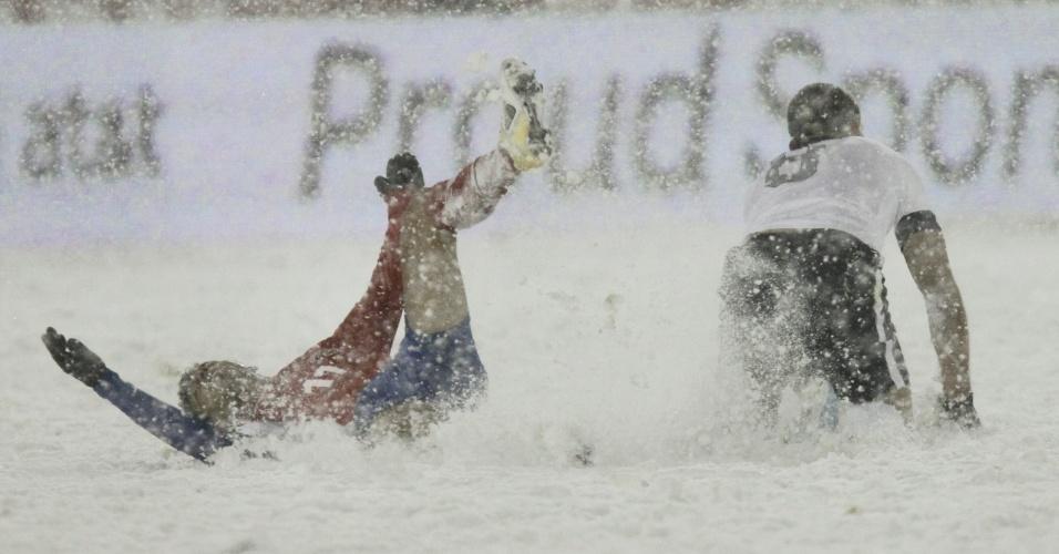 21.mar.2013 - Jogo entre EUA e Costa Rica, pelas eliminatórias da Copa-2014, foi disputado sob intensa nevasca. Norte-americanos venceram por 1 a 0
