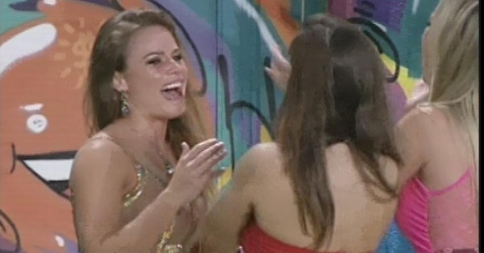 """24.mar.2013 - Acompanhada por Fernanda, Nasser e Andressa, Natália deixa casa do """"BBB13"""""""