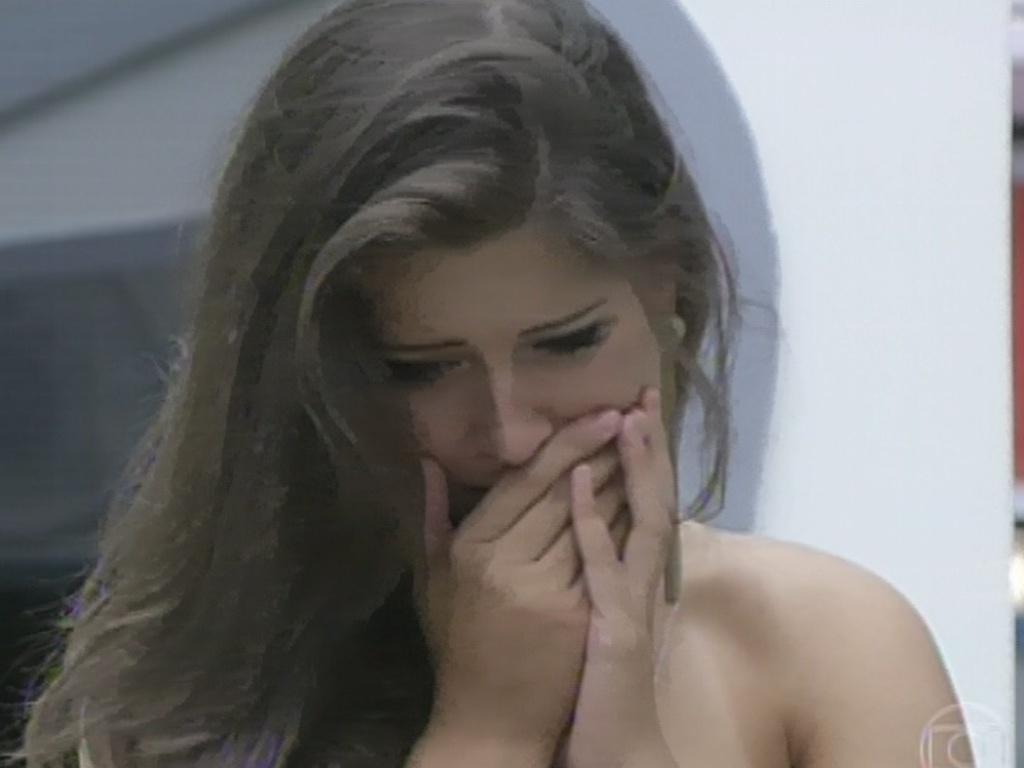 24.mar.2013 - Andressa chora ao ver que Natália foi eliminada do