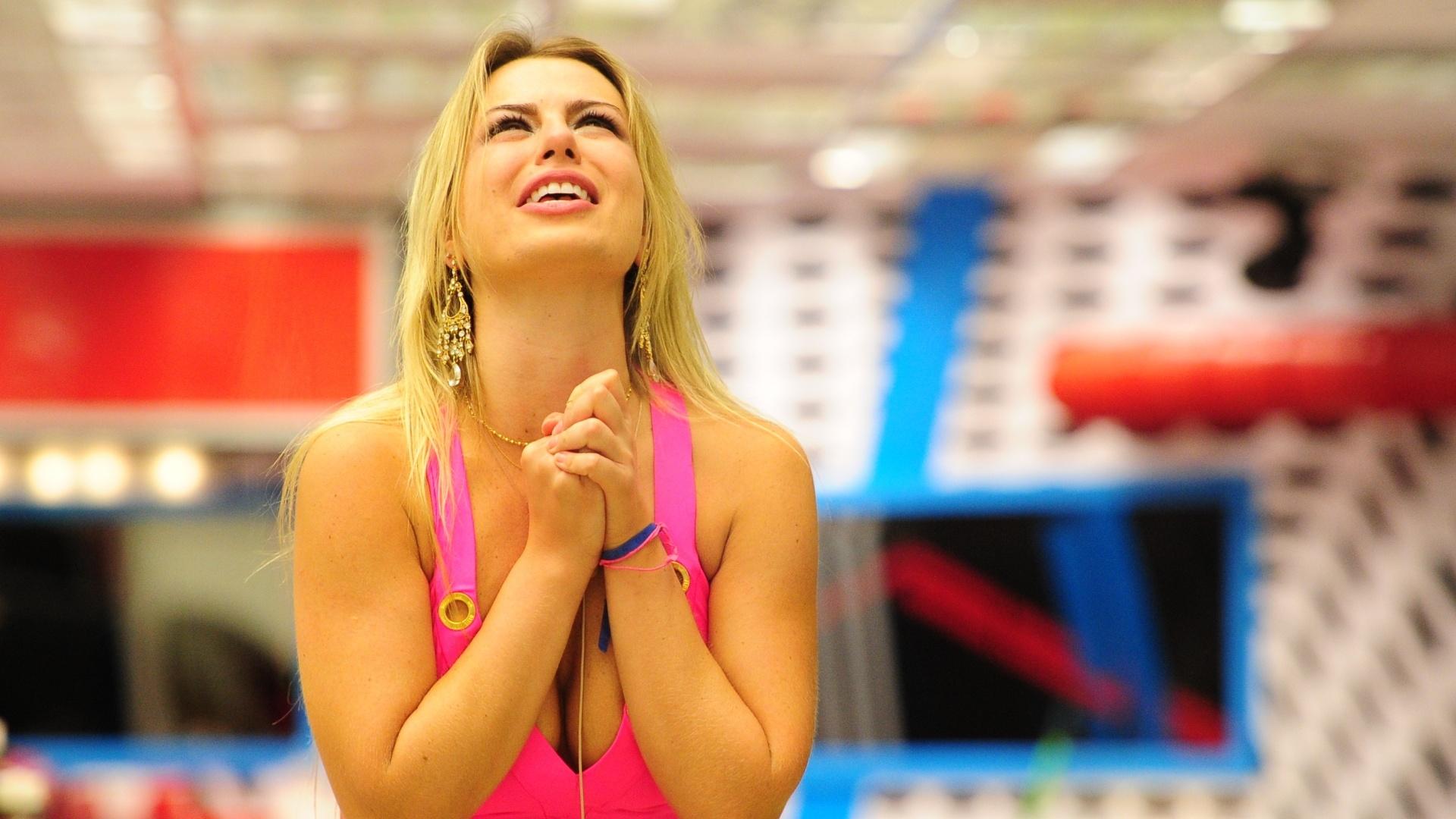 24.mar.2013 - Fernanda comemora vitória no último paredão do