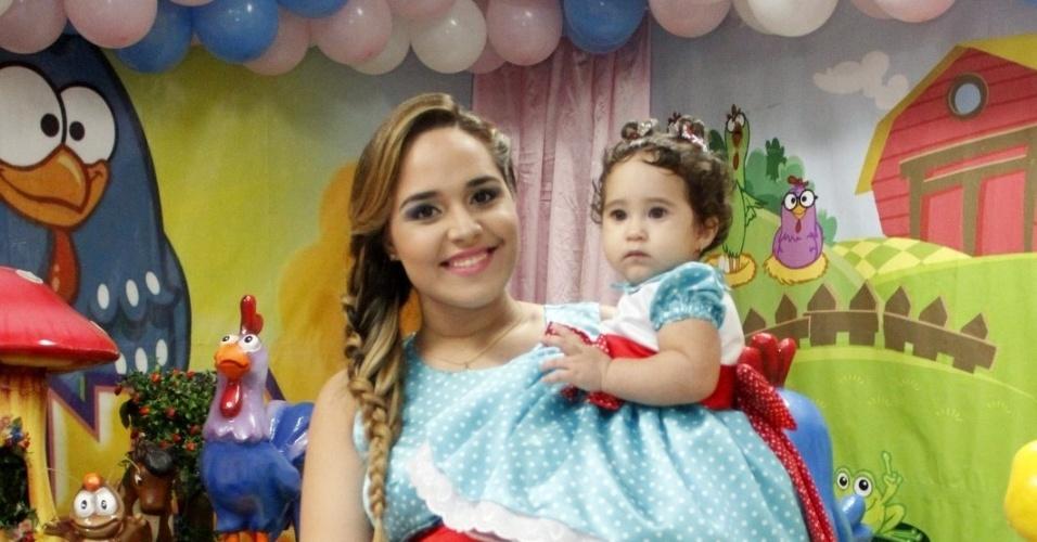 25.mar.2012 - Perlla celebrou o um ano da filha, Pérola, com festa no Rio. A cantora está grávida de mais uma menina