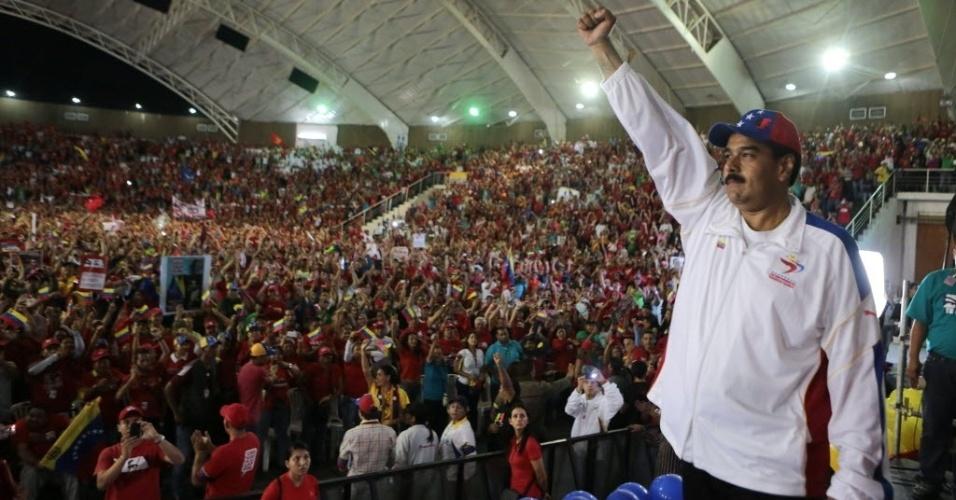 25.mar.2013 - Imagem divulgada nesta segunda-feira (25) do presidente da Venezuela, Nicolás Maduro (direita), em comício no Estado venezuelano de Lara