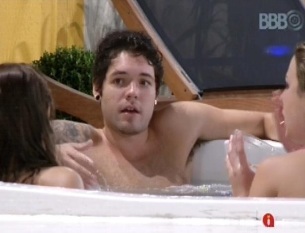 """25.mar.2013 - Nasser, Andressa e Fernanda comentam desempenho de veteranos no """"BBB13"""""""