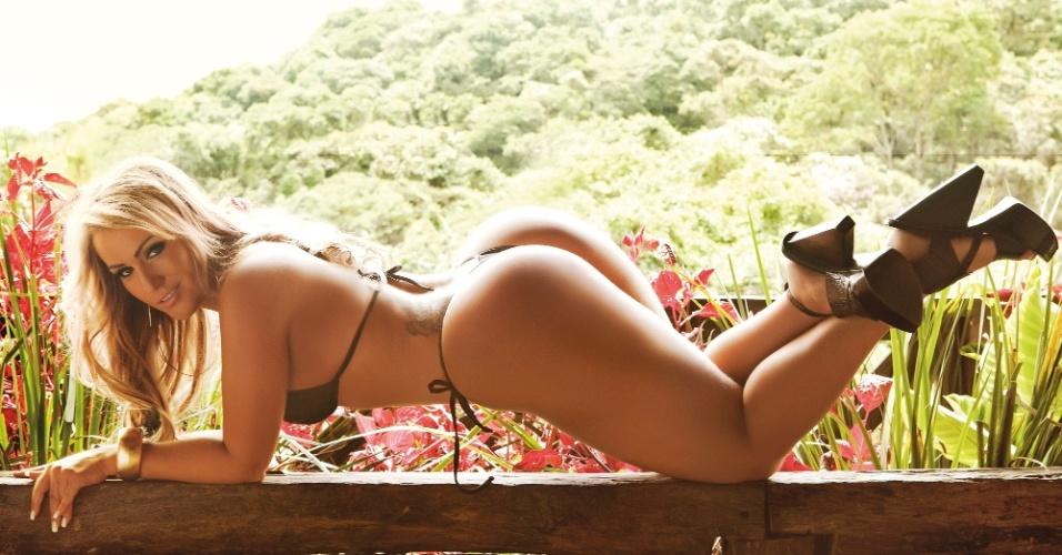 """Fotos do ensaio de Ísis Gomes para a última edição da revista """"Sexy""""; fotos foram realizadas na Estância Alto da Serra, em São Bernardo do Campo, no interior de São Paulo."""
