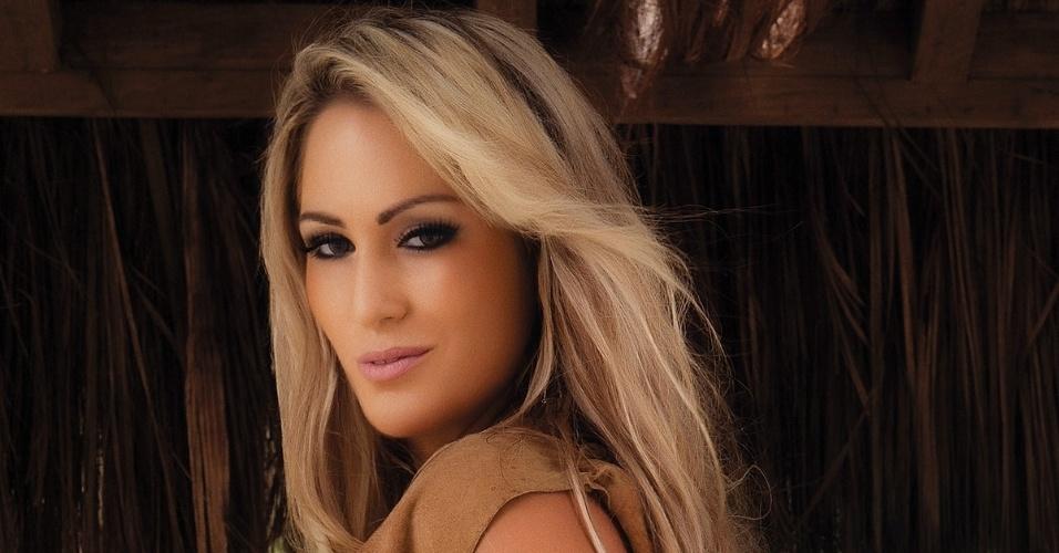"""Novas fotos do ensaio de Ísis Gomes, 27, para a revista """"Sexy"""". Além de participar do reality show """"A Fazenda"""", a gaúcha foi candidata a Miss Bumbum 2012."""