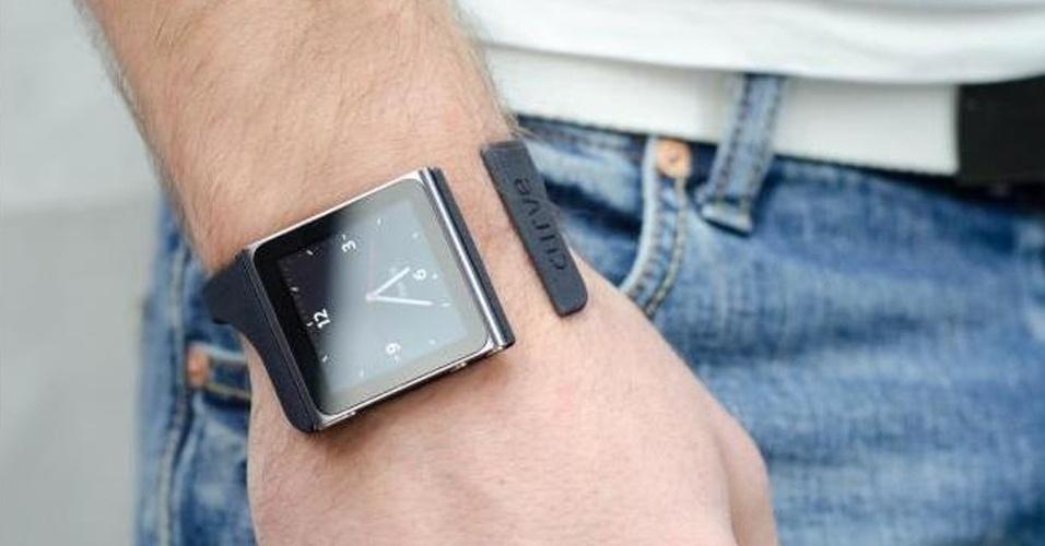 O Nanolet Small, feito pela companhia irlandesa Curve, é uma pulseira para iPod Nano feito com uma impressora 3D. Ela está sendo vendida no site Shapeways, especialista na venda de produtos feitos em impressoras 3D, por R$ 20 cada