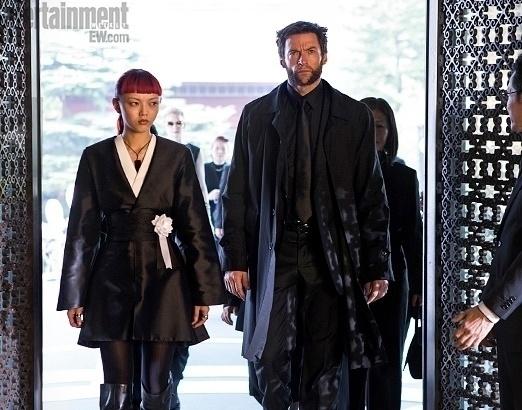 Rila Fukushima e Hugh Jackman aparecem em foto de