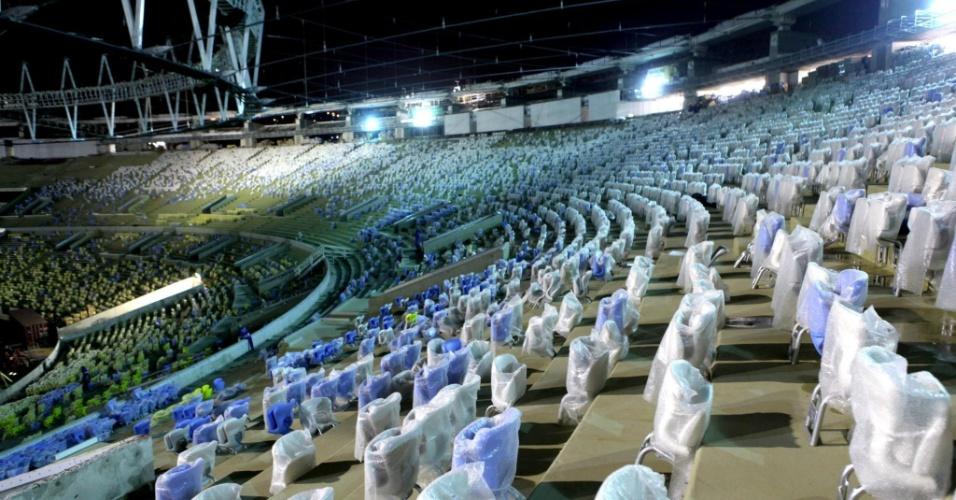 26.03.2013 - As cadeiras no anel superior possuem assento rebatível