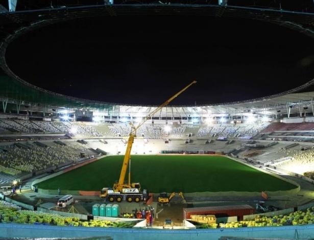26.03.2013 - Vista noturna do Maracanã, durante teste dos refletores