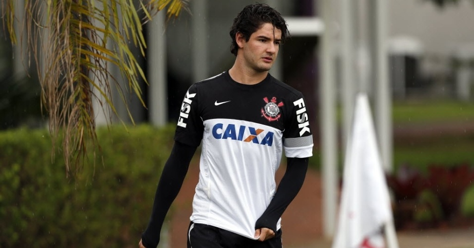 26.mar.2013 - Alexandre Pato, atacante do Corinthians, participa de treinamento no CT Joaquim Grava