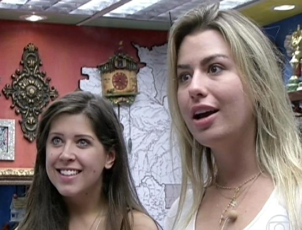 """26.mar.2013 - Andressa e Fernanda ficam chocadas ao saber que estão ao vivo no programa """"Encontro com Fátima Bernardes"""""""