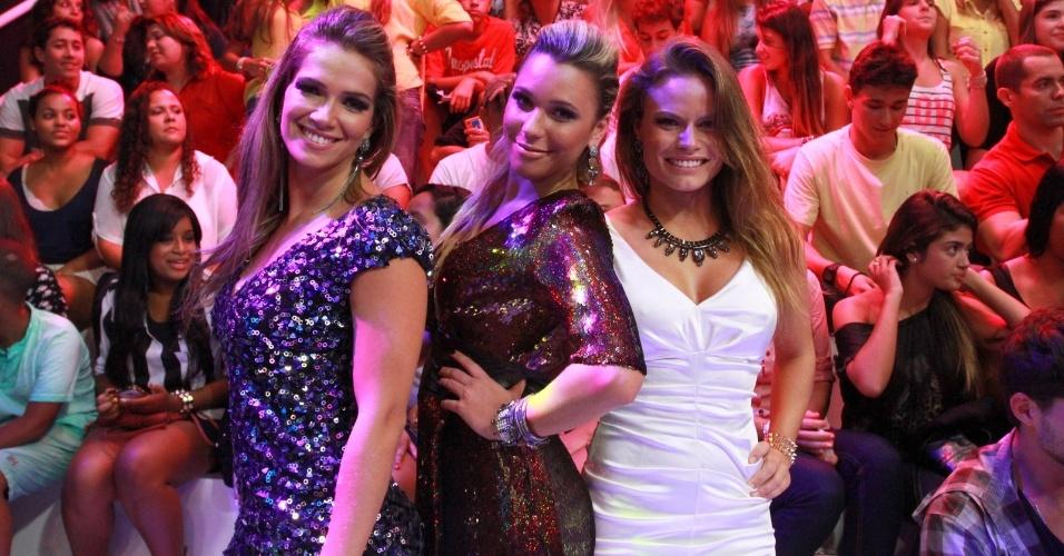 26.mar.2013 - Fani, Marien e Natália se juntam para foto na final do