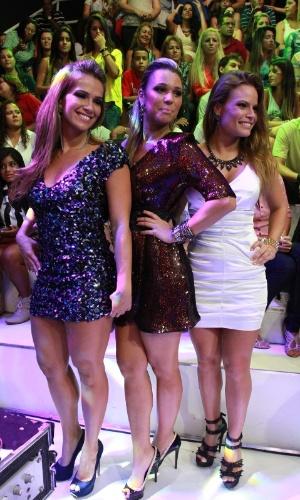 "26.mar.2013 - Fani, Marien e Natália se juntam para foto na final do ""BBB13"""
