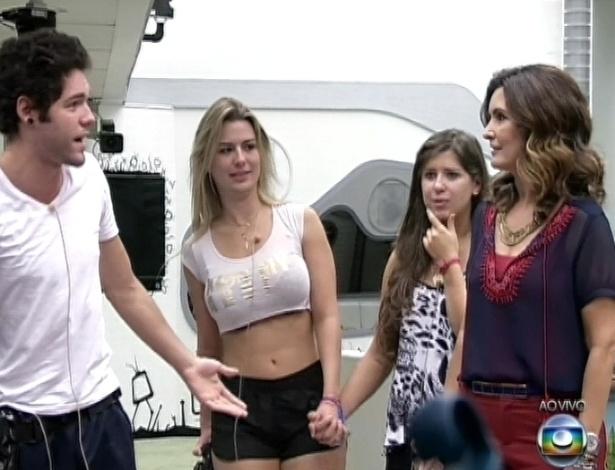 26.mar.2013 - Fátima Bernardes pede para conhecer o lugar preferido de Andressa, Fernanda e Nasser na mansão do