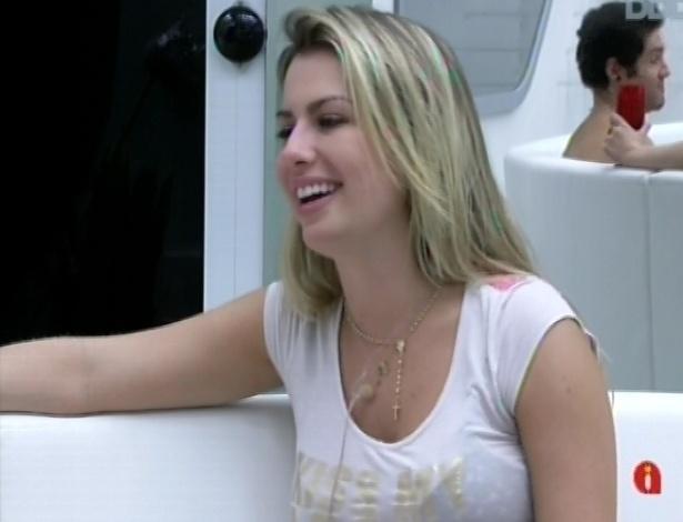 """26.mar.2013 - Fernanda brinca: """"Eu sei quais são os três segredos do Nasser: 1 - é casado, 2 - tem um filho, 3 - é com um homem"""""""