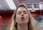 Fernanda pula na cama e não deixa Nasser dormir - TV Globo/Reprodução