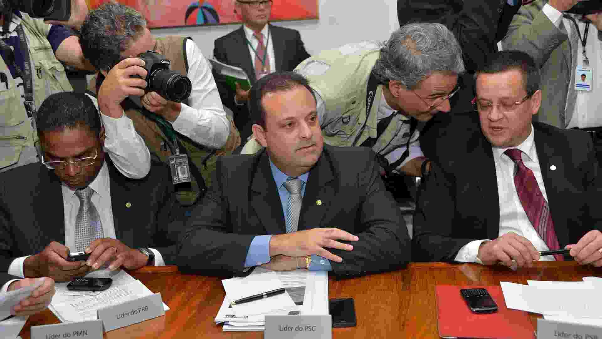 26.mar.2013 - Líderes de bancadas se reúnem na presidência da Câmara dos Deputados. Ao centro, o líder do PSC na Casa, André Moura - Wilson Dias/Agência Brasil