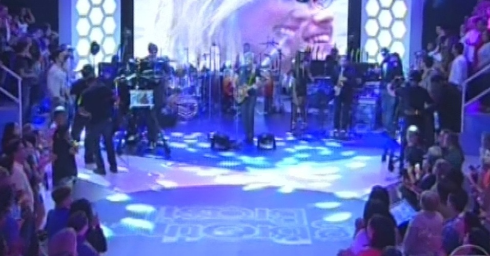 "26.mar.2013 - Lulu Santos se apresenta novamente antes de intervalo na final do ""BBB13"""