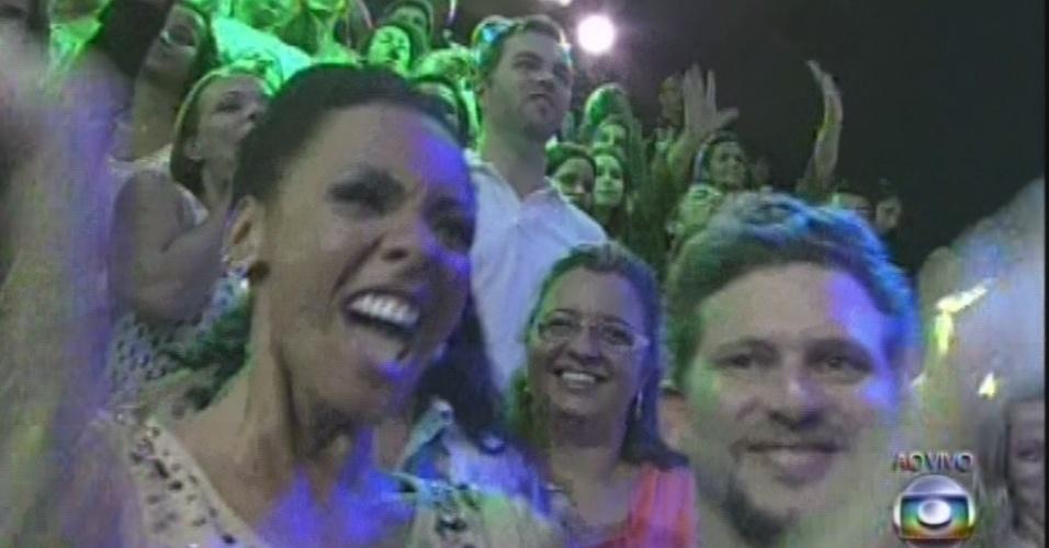26.mar.2013 - Os novatos Aline e Aslan curtem o show de Lulu Santos